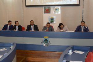 Arildo Gomes, Edson Silva, Marcinho Prates, Paulinho Lenha, a assessora jurídica da casa e Marcos Nena durante sessão da Câmara de Cotia
