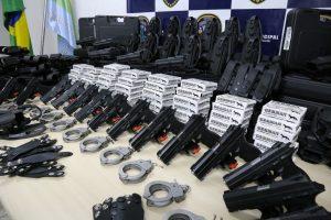 novos equipamentos da Guarda Civil de Vargem Grande Paulista, incluindo pistolas , algemas e munições