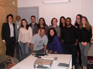 Participantes do Meetup Granja Vianna posam para foto