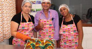 alunos do curso de padaria artesanal do programa aux´ílio desemprego de Carapicuíba