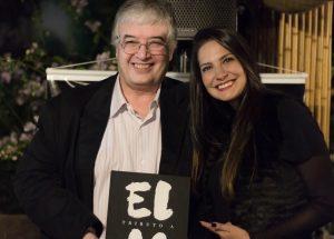 Roberto Ferrari, autor de Tributo a Elas, e Gisele Macedo durante evento de lançamento do livro