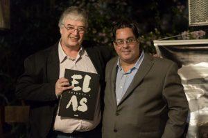 Roberto Ferrari, autor de Tributo a Elas, e Rodrigo Rodrigues, diretor do jornal Granja News durante evento de lançamento do livro