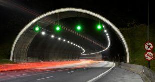 entrada de um túnel do trecho oeste do Rodoanel com a nova iluminação em LED
