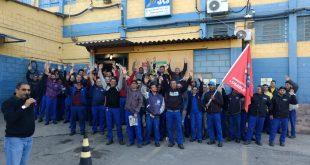 metalurgicos de Osasco e região se mobilizam no pátio da Jas