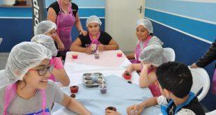 participantes de oficina de férias em ação