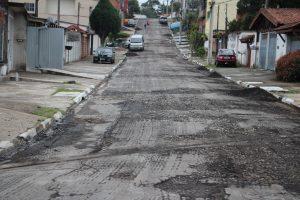 rua prestes a receber novo asfalto
