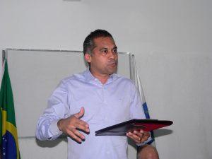 o vice-prefeito e secretário de segurança pública almir rodrigues discursa