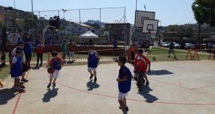atletas disputam partida na Copa São Roque de Basquete 3x3 Escolar
