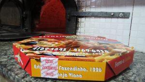 caixa fotográfica com um lacre da Pizza Estrela da Granja