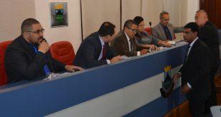 Marcinho Prates, Edson Silva, Paulinho Lenha, Drª Eliana, Dr. Castor. Professor Osmar e Celso Itiki durante a sessão da câmara de cotia