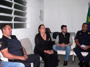 Belmiro, Goreti, James e Junior, sentados, acompanham a reunião