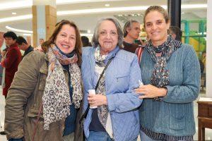Silvia Rocha, Cecilia Gasparian e Daniela Terracini posam para foto