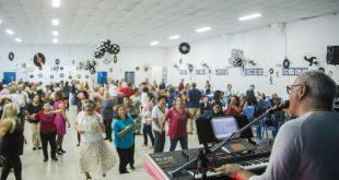 Com baile, Cotia encerra a programação da Semana do Idoso