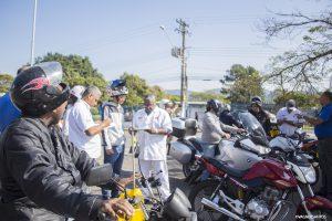funcionários da Honda verificam motos em Cotia durante ação do Maio Amarelo