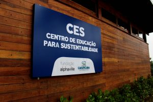 Placa com o nome do novo CES Carapicuíba