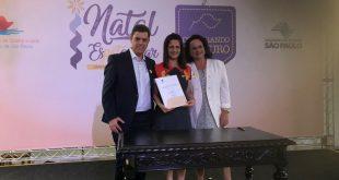Marcos Neves, Luca França e Sônia Neves logo após assinarem convênio com o governo do estado de São Paulo