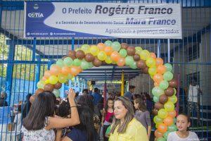 """participantes se divertem na """"Minha Festa"""", organizada pelo Fundo Social de Solidariedade de Cotia"""