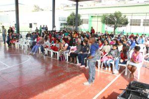 população reunida para sorteio de novas unidades habitacionais que serão entregues já no próximo mês em Carapicuíba
