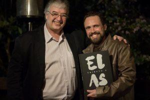 Roberto Ferrari, autor de Tributo a Elas, e o dentista Wolber Campos durante evento de lançamento do livro