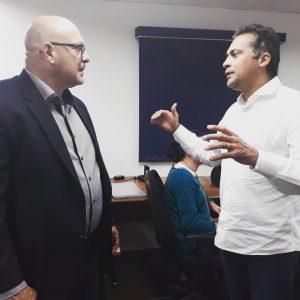 Almir Rodrigues conversa durante visita a Indaiatuba