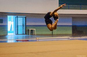 atleta cotiana se apresentando numa performance de ginástica rítmica