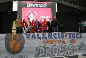 participantes da 2ª Campanha Municipal Contra as Drogas em  Vargem Grande Paulista discursam em palco