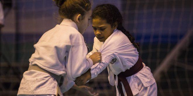 duas judocas cotianas se enfrentam