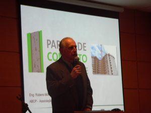 O presidente da AETEC, Arthur Augusto Weigand Berna, falando ao microfone