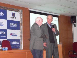 O secretario adjunto de habitação, Onofre Ferreira, e o presidente da AETEC, Arthur Augusto Weigand Berna