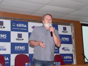 João Batista Rodrigues da Silva falando ao microfone