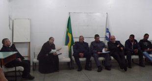 de Paula, goreti, J. Roberto, Fernandes, Marcos, Iran e Arilto sentados durante o conseg de agosto