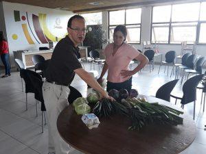 produtores mostrando itens orgânicos