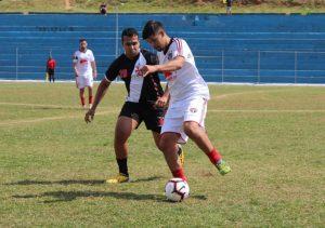 equipes do Planalto e do Vasco disputam partida de futebol