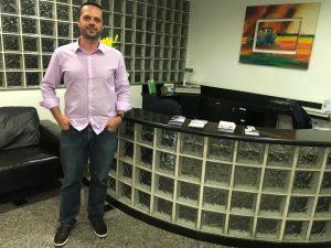 Carlos Eduardo de Castro posa para foto