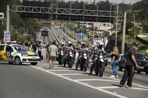 motos da PM escoltando os manifestantes