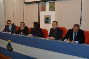 Edson Silva, Paulinho Lenha, Drª Eliana, Dr. Castor e Sandrinho Santos na mesa diretora da câmara de Cotia