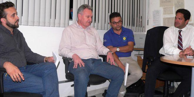 Naedson, Joaquim Brechó, Léto e Ricardo Navarro sentados lado a lado na coletiva