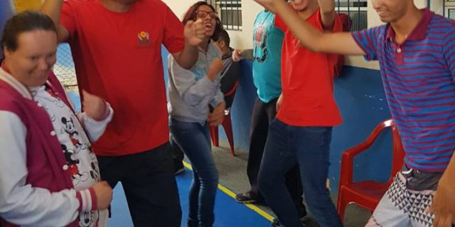 pessoal da Apae dançando a pisadinha