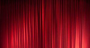 cortinas vermelhas de um teatro