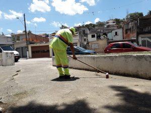 homem trablahando em limpeza no Portal Primavera