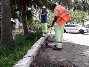 homens trabalhando em obras na Vila Santo Antônio