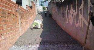 Vielas de diversos bairros de Cotia passam por melhorias