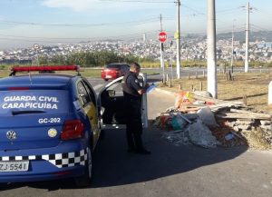 guarda civil de carapicuíba investiga descarte irregular de lixo