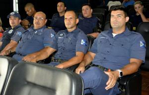 guardas civis acompanham evento no auditório