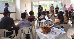 agentes e empreendedores reunidos em oficina