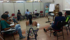 alunos acompanhando curso de capacitação da frente de trabalho