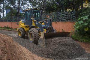 obras de pavimentação na Estrada Danúbio