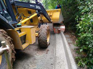 máquinas e homens trabalhando na estrada leme, no jardim pioneiro