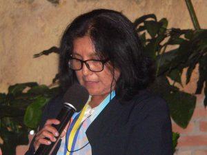 Elizabeth Cortez Herrera discursa ao microfone
