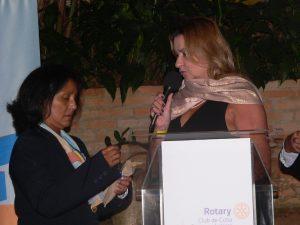 Presidente Elizabeth recebe homenagem de Izilda Borcato